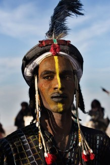 Peul Bororo (Wadabee) man, dressed and made up for a beauty competition. Beauty is a great value for Peul Bororos. Aïr Festival, sustained by a CISP's project. Iférouane, Niger 2018