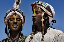 Peul Bororo (Wadabee) men, dressed and made up for a beauty competition. Beauty is a great value for Peul Bororos. Aïr Festival, sustained by a CISP's project. Iférouane, Niger 2018