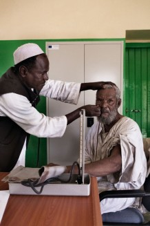 Medical assistant Ali Mohamed Nour, 45 years old, visiting Tahir Ohag, 65 years old. Arkaweek Health Centre, Sinkat Locality. Red Sea State, Sudan 2015